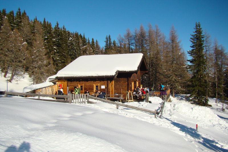 Datei:Gasthaus Schihütte 2010-12-30 Frontalansicht.JPG
